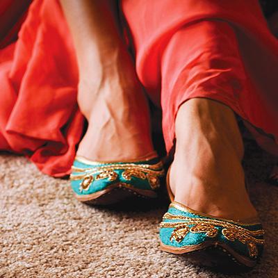 Footlicious | Royal craft and splendour mark Needledust's range of vibrant, contemporary juttis.