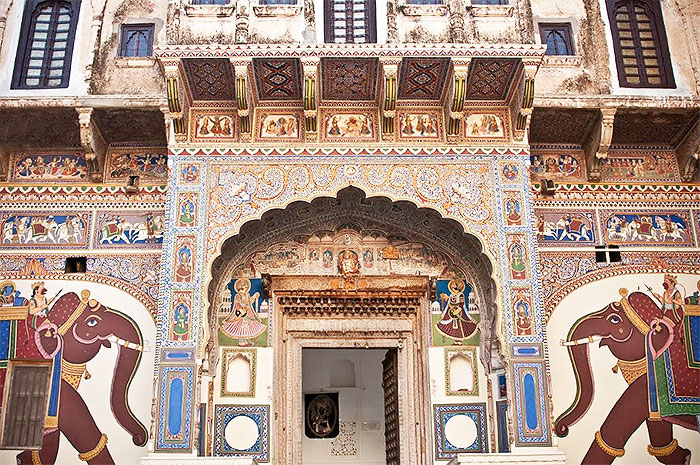 As time travels, so did the themes of the frescoes adorning the Mandawa havelis and forts, but the richness and the detail remain in place, stark in their age-worn beauty. Pic courtesy: Sarfaraz Siddiqui, New Delhi