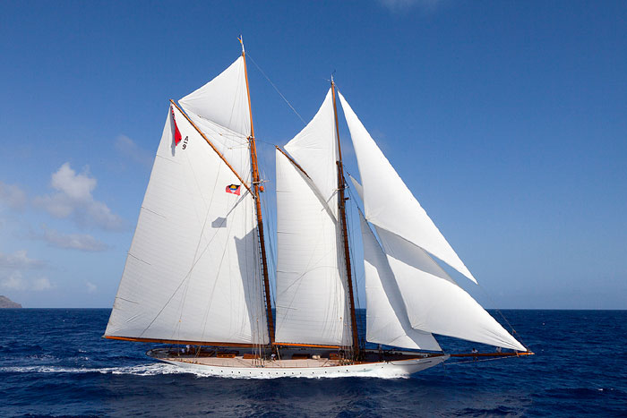 ELENA |With its vintage leather and wood decked saloon with a library, it will charter in the Mediterranean this summer and is offered at starting 80,000 EURO per week