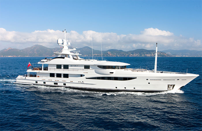 SPIRIT | With its fully kitted out massage rooms and an expansive deck, it is available for charter this summer in the Mediterranean, from 255,000 EURO per week