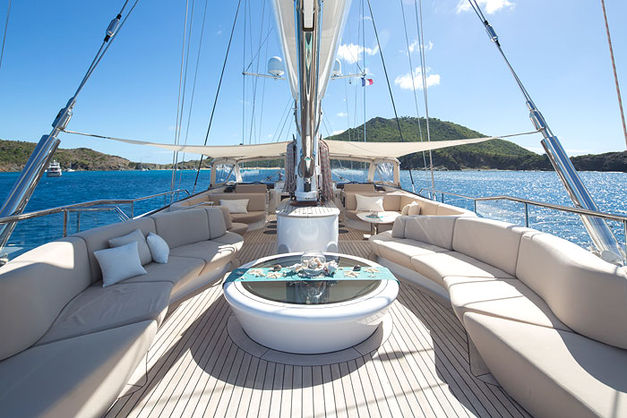 PANTHALASSA | With its contemporary and spacious lounge and salon, it is open for Mediterranean charters, from 225,000 EURO per week