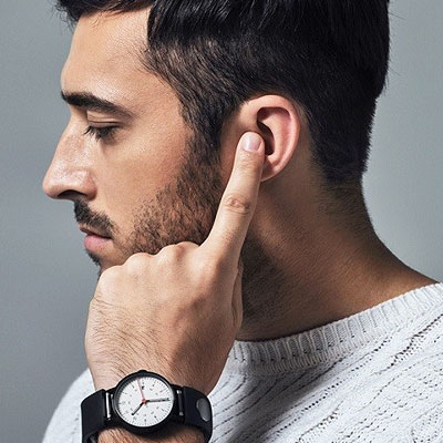 Use your finger as a mouthpiece with Sgnl Smart Strap!