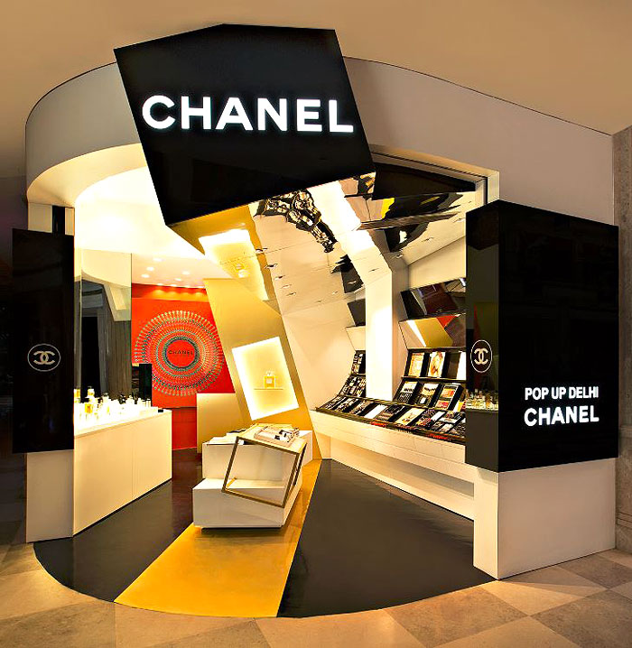 CHANEL POP UP DELHI | Introducing to the high-street mall visitors a guide to luxury skincare, bespoke fragrances and customised make-up, this pop up store remains the cynosure of all eyes