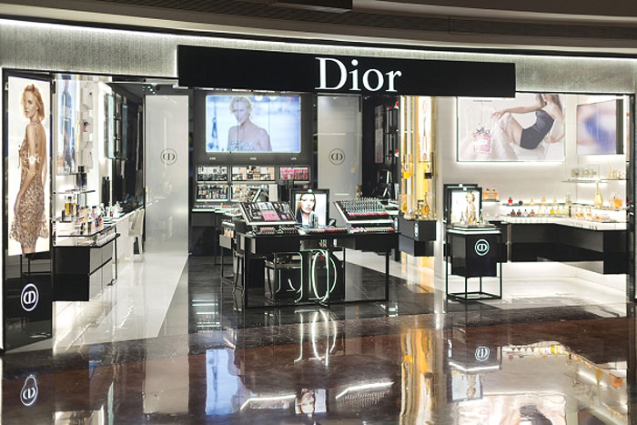 DIOR BEAUTY BOUTIQUE | Inciting the fashion and beauty enthusiasts with its chic interiors, the boutique offers the latest in Dior's makeup and fragrances which now makes luxury accessible, with a little help from the personalised consultations of course