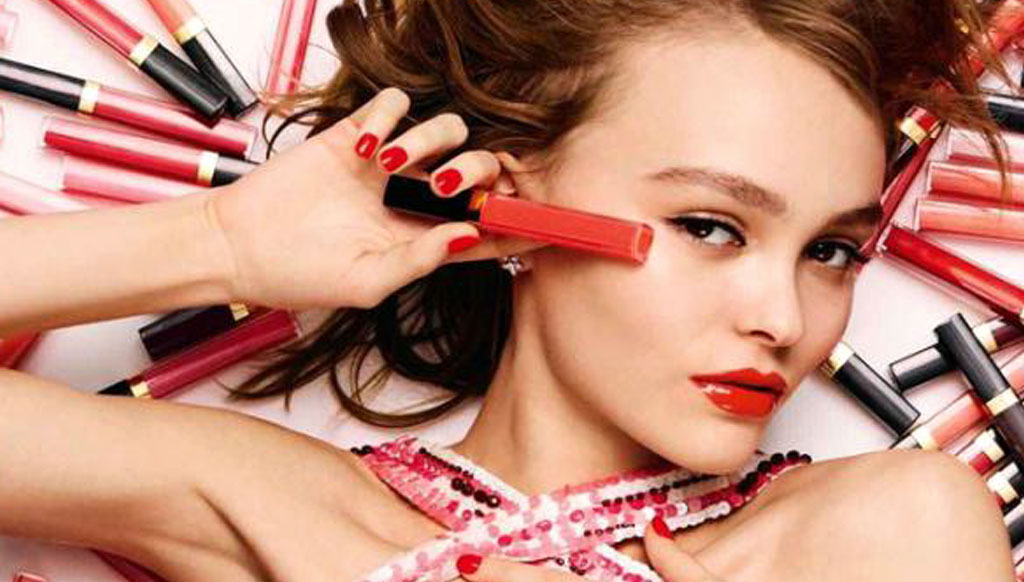 Chanel launches rouge coco gloss with lily rose depp as for Lily rose designer