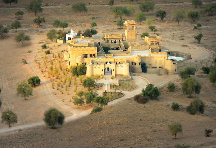 MIHIR GARH | The Rajasthan resort offers an exceptional Shikaar Dinner experience in the vast wilderness surrounding the hotel, under the canopy of the stars