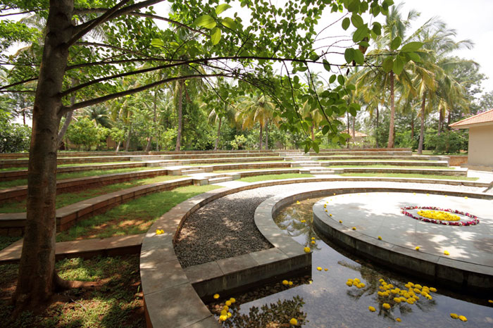 Shreyas Retreat offers a variety of accomodations from cottages to tents