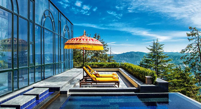 Nothing spells serenity like a heated alfresco whirlpool that sits atop the Himalayas