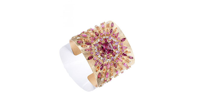 Viva l'Arte cuff is a representation of the colours of sunset, with red spinels, purplish pink spinels, pink sapphires and spessartitie gems